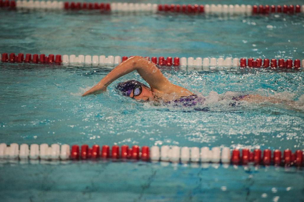 Foli media reklame bureau sponsorerer svømmer foto video markedsføring sponsorat helsinge svømmeklub Emily